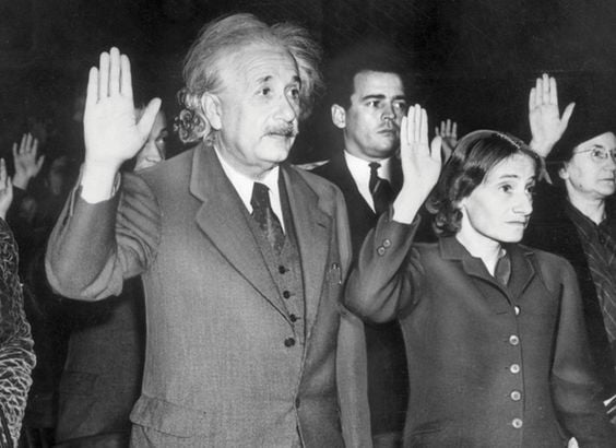 This image has an empty alt attribute; its file name is Einstein-sworn-in-as-American.jpg